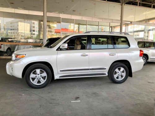 តំលៃ: Call 012287899 ឬ Inbox Us Toyota Land Cruiser 2013 GX-R V6 សាំង Full Option