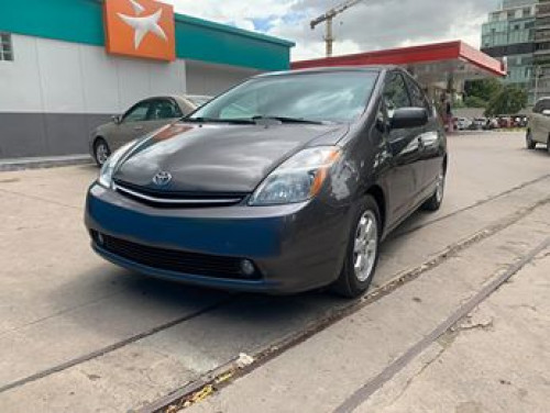 Toyota Prius 06 full options  $13,800