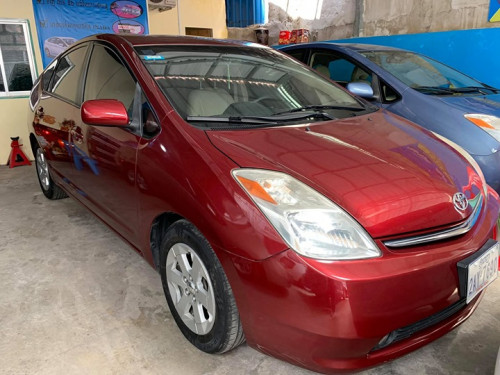 Toyota Pruis Red 05 Full Option  $1
