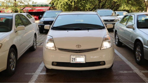 Toyota Prius 2004 Full option  $10,800