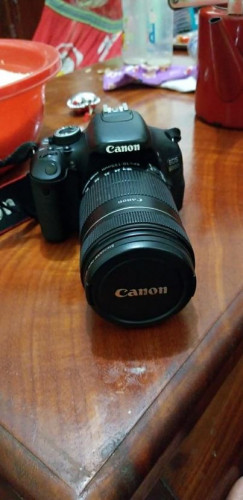 Camera Canon EOS600D  $250
