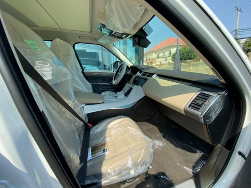 Super full!!  Exterior - White Interior- tan Seat - 7 seater 3rd row Entertainment dual tv Dual touch screen 2.0 gasoline